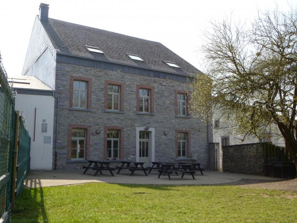 Groepshuis-Vielsalm-1-achterzijde-en-tuin-1024x768